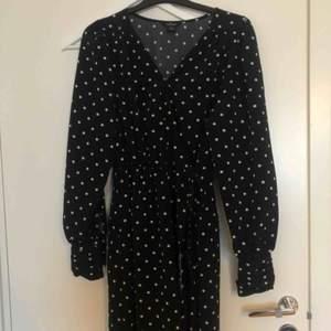 Sååån fin klänning som tyvärr inte kommit till användning  Fint skick!