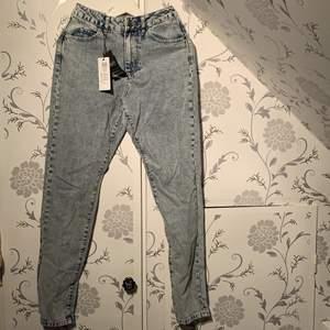 Jeans från 1987 kollektionen stentvättade loosefit o högmodjade alla lappar kvar w26l32