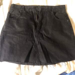 Ny jeans kjol, endast prövad!