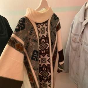 (Högsta budet vinner) Super mysig stickad tröja ifrån beyond retro som jag älskar men har inte kommit till mycket användning! Stor och jätte skön!! Köpt för 400kr🥰❤️Buda i kommentarerna❤️