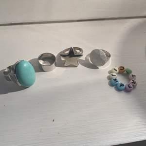 säljer några ringar, den blåa (såld) och den vita är justerbara💕50kr för 1 ring (stjärnring såld)