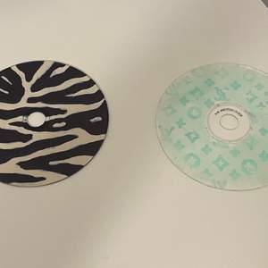 Säljer dessa coola cd-skivorna ! En för 15kr båda för 30kr! 💗 Ansvarar inte för postens slarv!