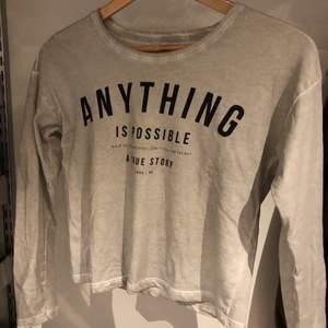 Snygg tröja i bra skick! Det står att den är storlek 146-152 men jag har S och den passar perfekt på mig. Skriv till mig om du har frågor eller vill köpa💖