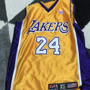 En Kobe bryant linne i xs men passar 11-12 åringar lite andvänder men som ny pris kan diskuteras