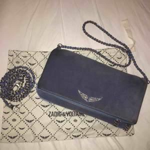 En jättefin Zadig & Voltaire väska! Sparsamt använd💕 Dustbag, en kort kedja och en lång kedja medföljer.