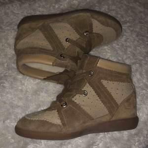 Isabel Marant skor i storlek 40 (passar 39-40)  Säljer då dem inte används så mycket. Bra skick.
