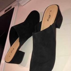 Oanvända helt nya skor från Din sko. Köptes detta året. Säljer pga förstora för mig. Storlek 41. Nyskick. Prislappen sitter kvar. Nypris 299kr. Kan skicka mot fraktkostnad på ca 60kr☺️💕