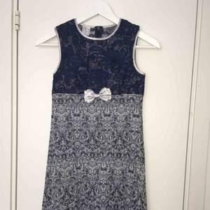 Blå jättevacker spetsklänning från Anna S. Strl. XXS  Nyskick!