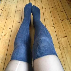 Knästrumpor i blått från Topshop.