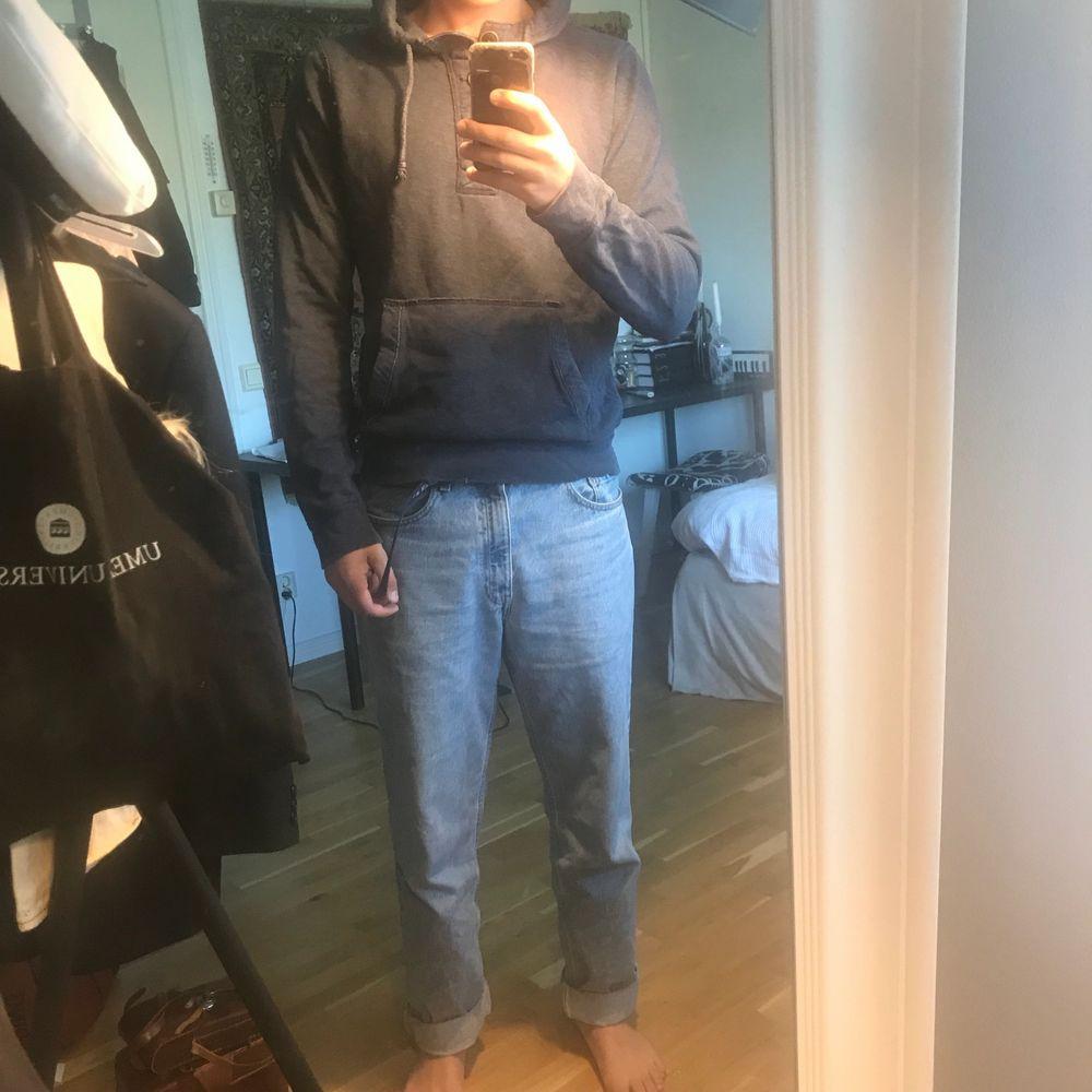 Blå holister hoodie . Huvtröjor & Träningströjor.