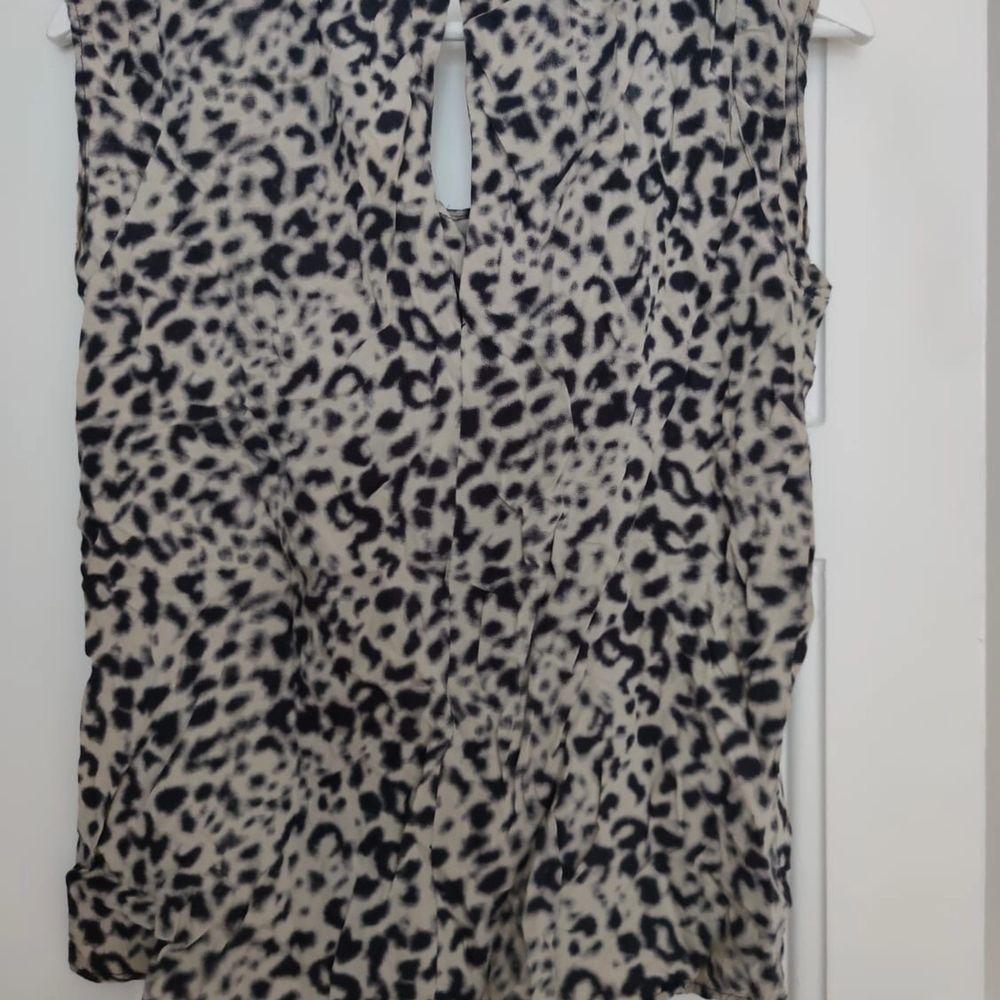 Second Female topp i leopard tryck i strl S • frakt ingår  • Jag ansvarar ej för postens eventuella slarv. . Toppar.