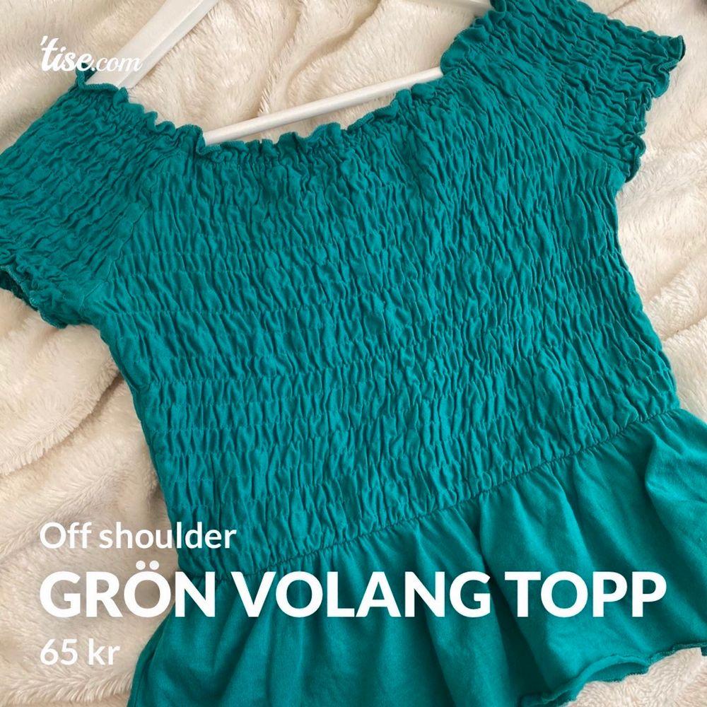 Grön off shoulder, volang topp från Gina Tricot Färger är dock finare i verkligheten än vad bilderna visar Kontakta mig vid mer frågor eller bilder. Toppar.