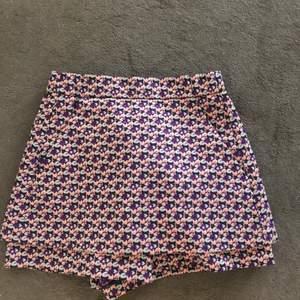Knappt använda, ser nästan ut som en kjol!