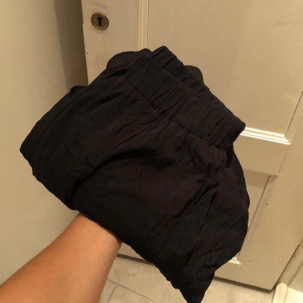 Supersköna byxor som aldrig är använda, frakt ingår vid snabbt köp!. Jeans & Byxor.