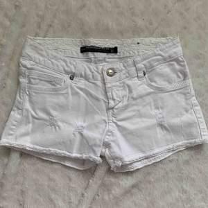 Zara jeans shorts med spets, st.34 eller xs