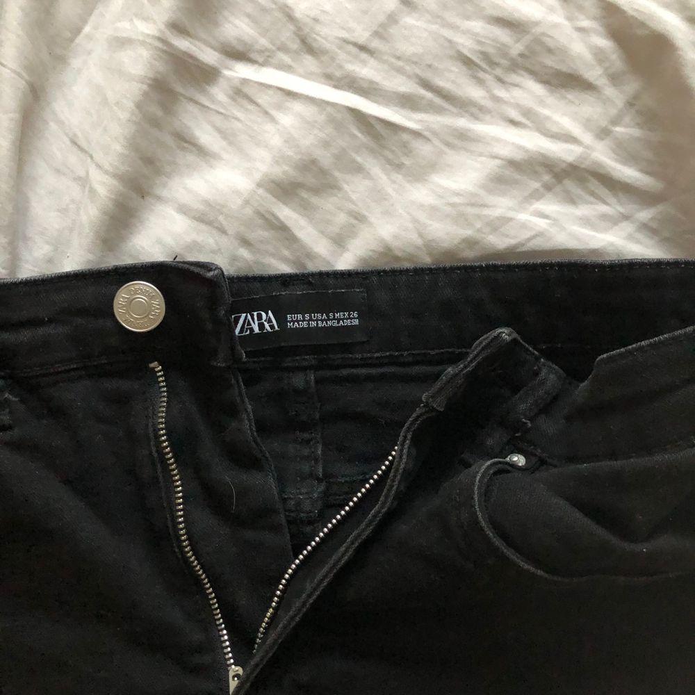 Denna är ett måste i garderoben till sommaren, den perfekta svarta jeanskjolen! Passar till allt och är hur skön som helst 💓😍. Kjolar.