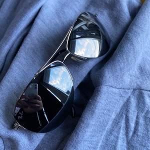Fina nya Ray Ban solglasögon med spegelglas
