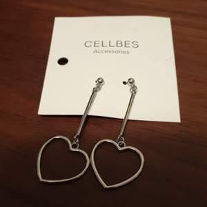 Nya oanvända örhängen från Cellbes. 30 kr inklusive frakten 🙂