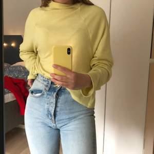 Gul tröja från H&M, köparen står för frakt