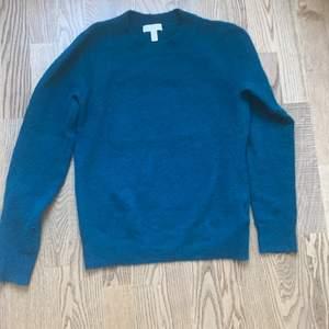 En Grön/blå tröja från HM, storlek Xs