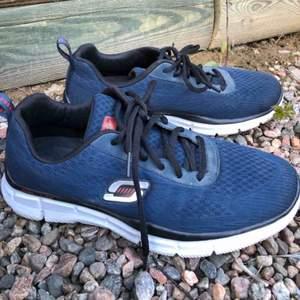 Unisex skor i strl 41 från sketchers