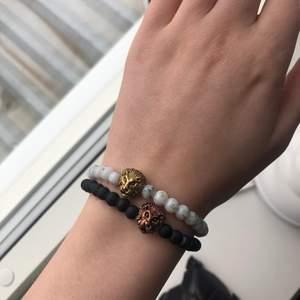 Två supersnygga armband med lejon på. 📦 Köparen står för frakt!