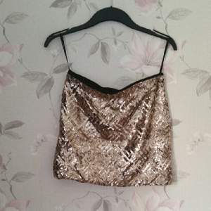 Guld paljett kjol från verl moda som glittrar väldigt mycket !