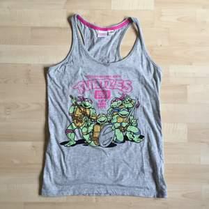linne med turtles-motiv från primark, london🐢🎀 (paketpris linne + shorts för 50kr)