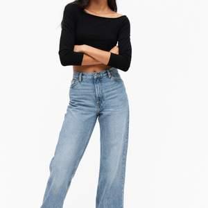 Jeans i modellen Yoko från monki💓 använda fåtal gånger så är som nya! Avklippta så passar någon på ca 165cm, nypris:399kr. Strl.27 Köpare står för frakt, fler bilder kan givetvis fixas