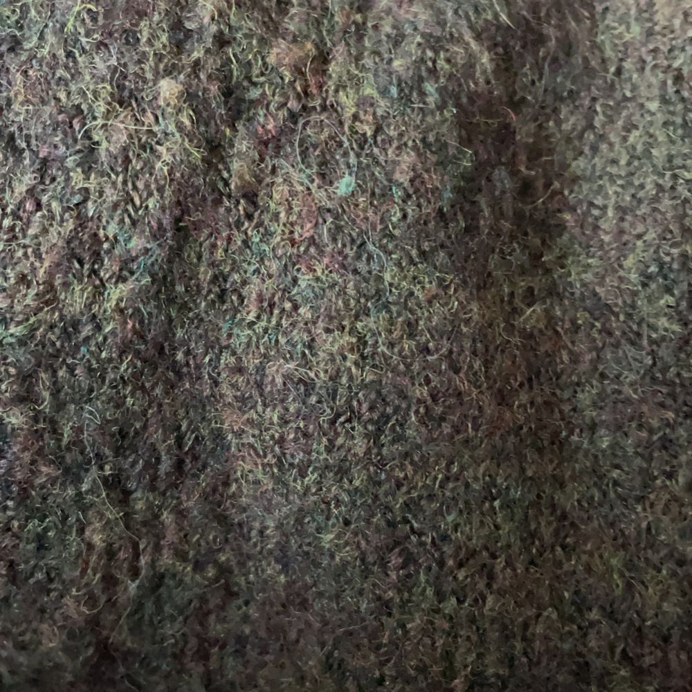 Brun kashmirtröja med lite gröna inslag i storlek S från H&M. Superfin färg och passform men den används inte så mycket. Använd endast 1 gång så nyskick! Köparen står för frakten som tillkommer 💖. Stickat.