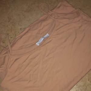 Ett beige linne ifrån Zara. Köpt för 99kr, säljer för 50kr. Helt oanvänd.