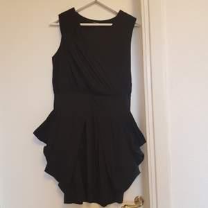 Svårt klänning från samsoe samsoe. Passar 34-36. Föreslå pris vid intresse💙