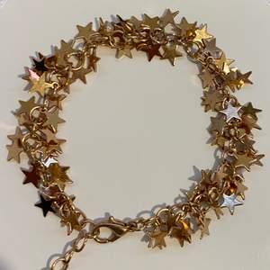 Armband med guldiga stjärnor, super fin och knappt använd. 40kr + 11kr frakt ❤️