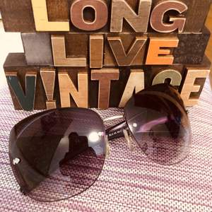 Sunglass eye wear Gucci original, i bought in Japan. Only 250kr free frakt 😎🎀👱🏻♀️... I didn't use so much, i sell all my sunglasses co'z i had problem with my eyes and using my eye reading glass instead!!! 👓👱🏻♀️🦋👗