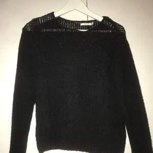 Stickad tröja från Wera Stockholm i fint skick, i strl XS men jag på bilden är S! Kan mötas upp i Stockholm eller Linköping, annars tillkommer frakt💕