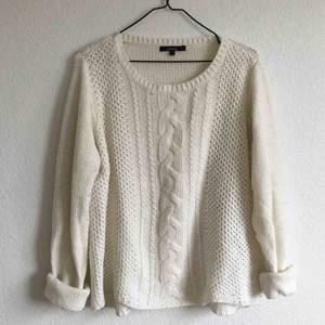 Stickad tröja från Lindex. I bra skick! Köpt för 400kr, säljs för 200kr.  Kan mötas upp i Stockholm annars står köparen för frakten.