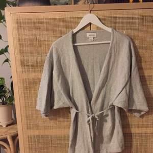 Kimono/kofta från Monki.  Fint skick.