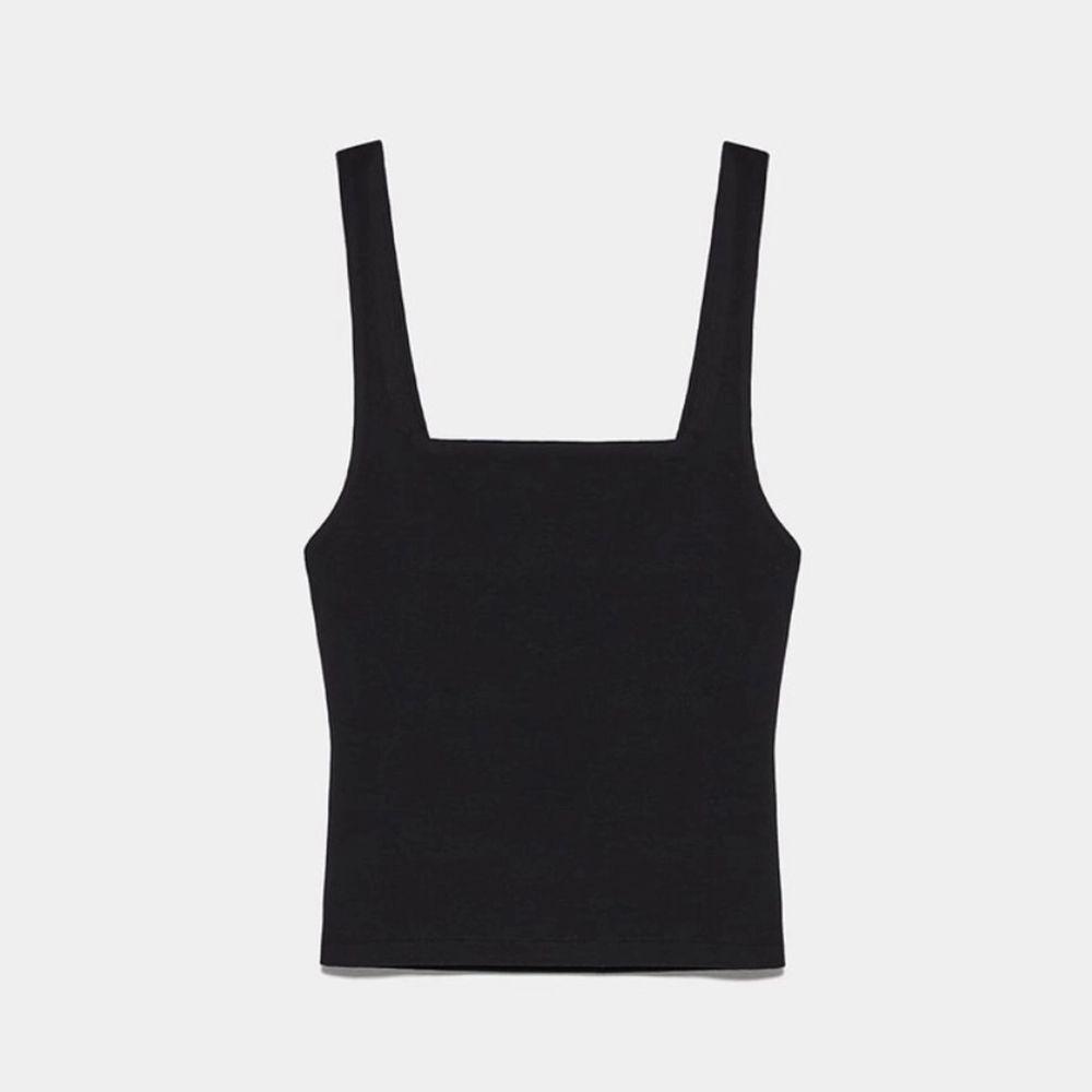 Aldrig använd tröja från Zara, kortare i modellen. Toppar.
