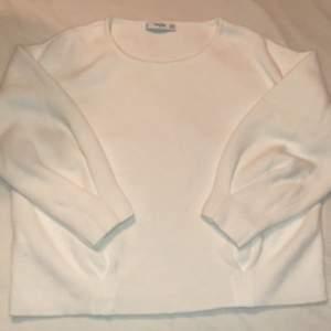 """Jätte skön stickad tröja från Mango med unika detaljer, lite """"finare"""" stickad tröja passar allt"""
