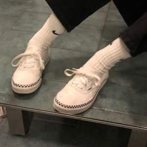 super fina vans,  alla skor jag säljer tvättas innan dom köps! fraktpris: ca 63kr?