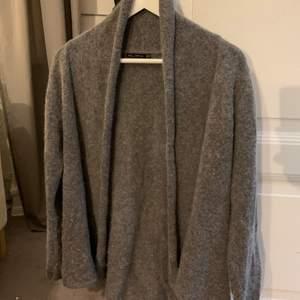 Fin grå kofta från Zara i strl M. 130kr + frakt!