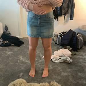 Jeanskjol från RaceMarine, storlek 36, så fin men liten i storleken