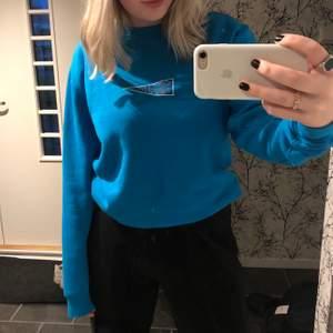 Snygg blå hoodie från carlings 🦋