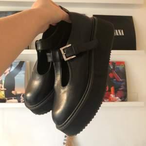 Intressekoll på mina älsklingsskor. Mary janes från Koi Footwear, nypris 420 kr + 100 kronor frakt. Slutsålda på sidan. Lägg gärna ett rimligt pris! 😊