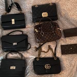 Säljer de väskor jag inte använder pga flytt. Olika priser. Lv 350, Gucci 450. Plånbok Lv 200kr, solglasögonfodral Gucci 200kr. Övriga väskor 200kr. Kan skickas omgående, gärna snabb affär