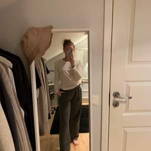 Fin tröja med lite puffärm. Köpare står för frakt