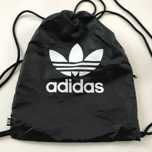 Ryggsäck från Adida, har använts några få gånger men i bra skick. 🥰