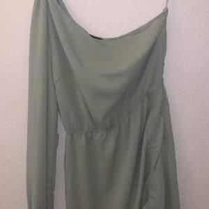 Jätte fin grön klänning. Använd endast 1gång