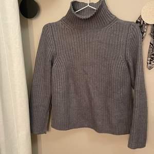Jättefin stickad tröja från beyond retro. Knappt använd