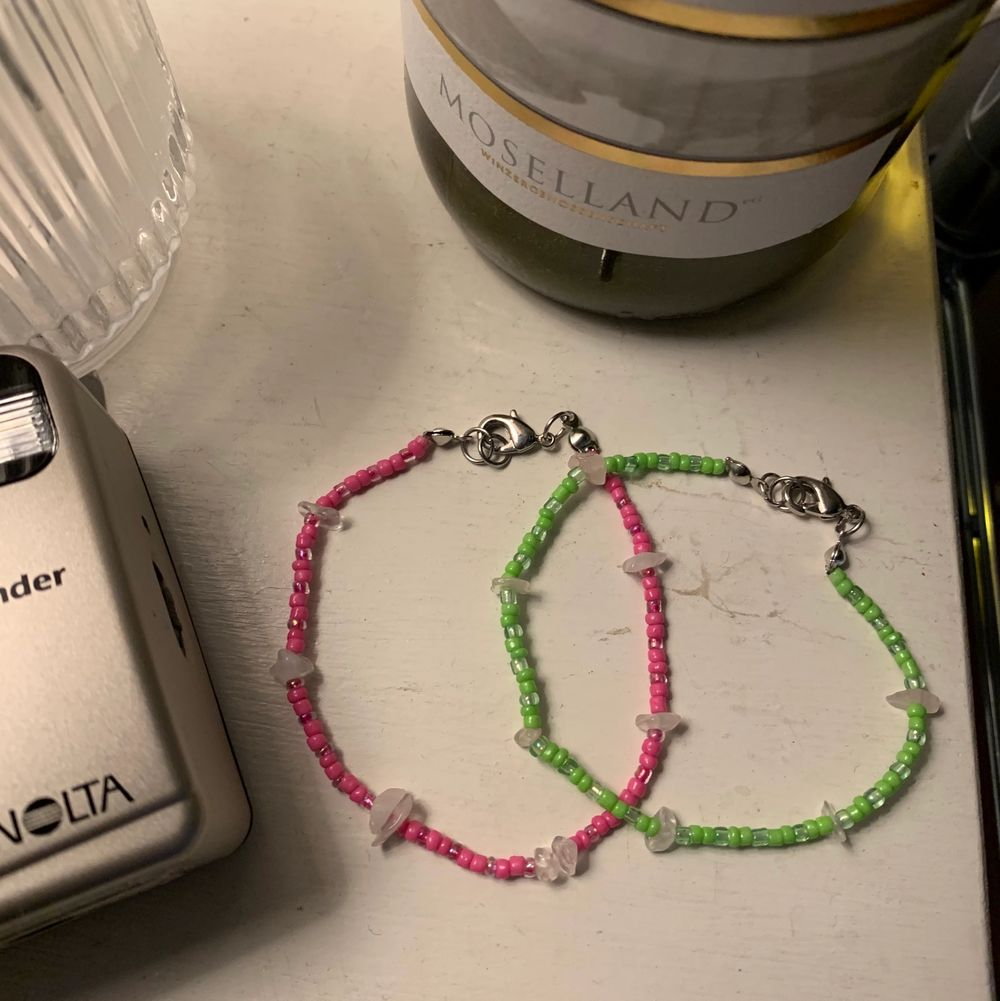 handgjorda armband, begränsat antal med rosenkvarts! finns i flera färger, vid intresse skicka DM för att bestämma strl osv🦋💫  . Accessoarer.